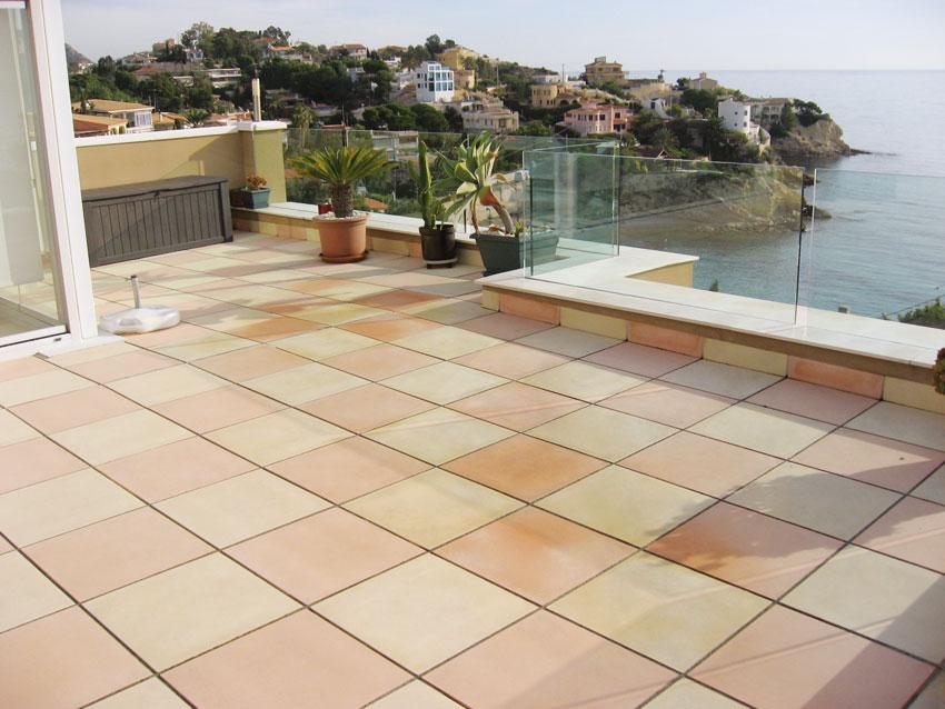 Suelos para jard n terrazas y piscinas for Piscinas desmontables para terrazas